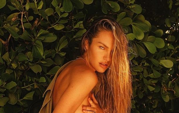 Кэндис Свейнпол восхитила пляжной фотосессией