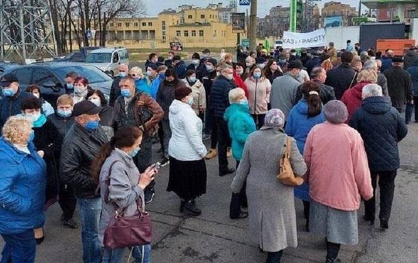В Харькове работники авиазавода перекрыли дорогу