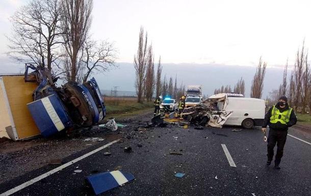 В ДТП разбился фургон с телами умерших от COVID