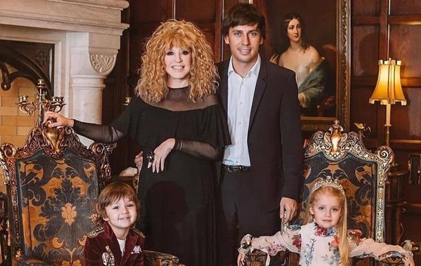 Галкин и дети поздравили Пугачеву с 72-летием