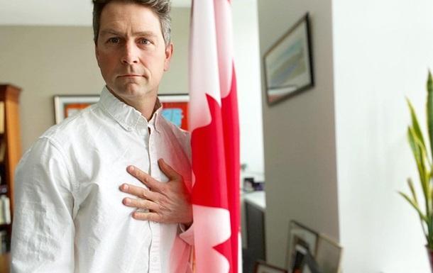 Депутат Канадського парламенту взяв участь в онлайн-засіданні голим