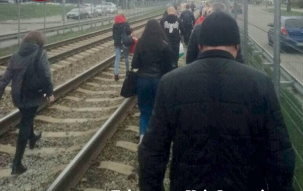 В Киеве задымился скоростной трамвай