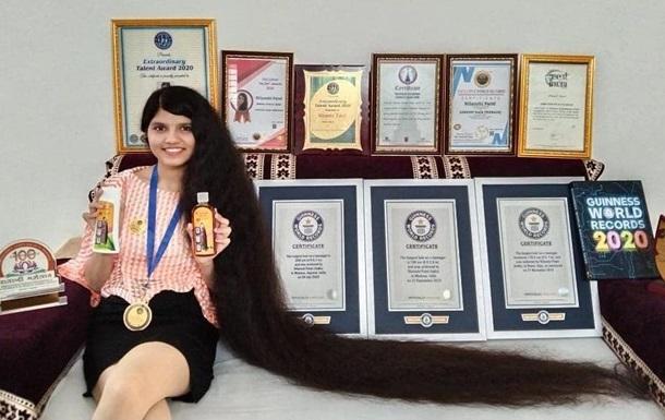 Обладательница самых длинных в мире волос сделала короткую стрижку