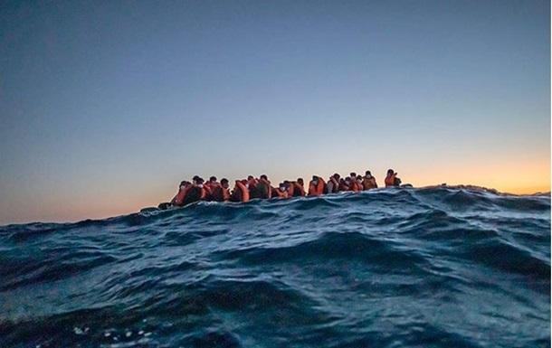 Біля Тунісу затонуло судно з мігрантами: понад 40 жертв