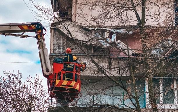 У столиці ліквідували наслідки падіння балкона