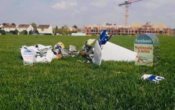 Під Парижем розбився літак, є жертви