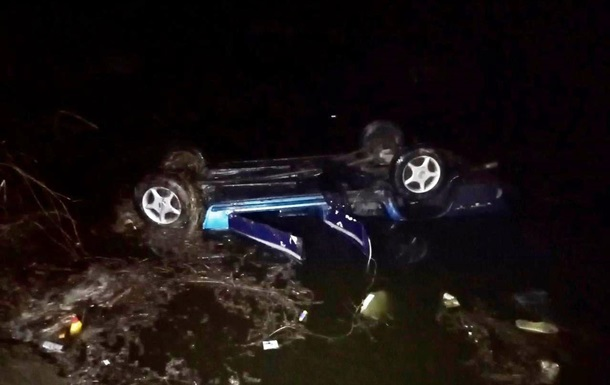 На Черкащині авто впало в ставок, троє загиблих