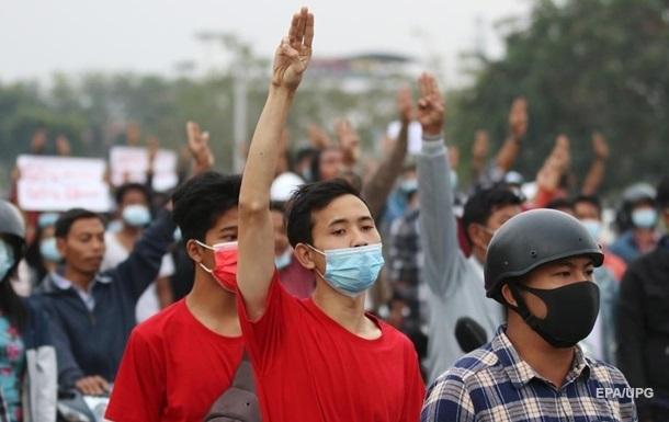 Євросоюз розширив санкції щодо М янми