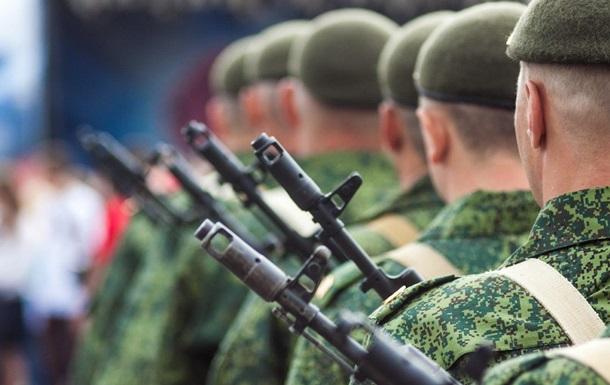 Стягивание войск РФ: в ОРДЛО активно вербуют местных жителей