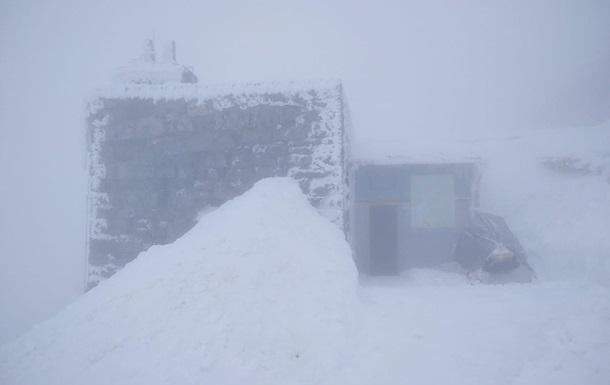 В Карпатах продолжается снегопад
