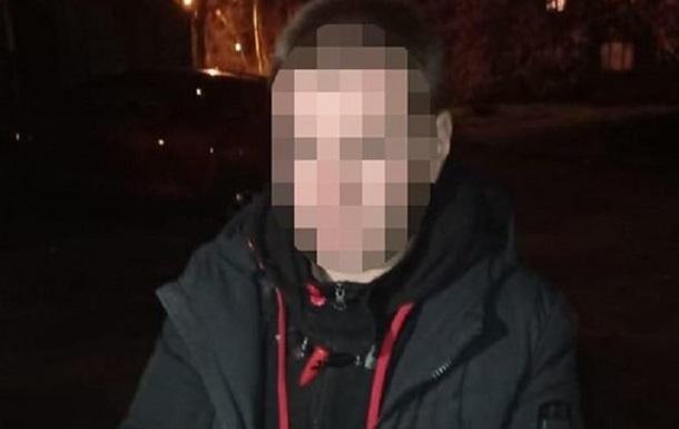 У Києві чоловік зґвалтував і пограбував 19-річну дівчину