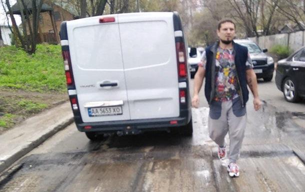 В Киеве мужчина обстрелял дорожную бригаду, есть раненые