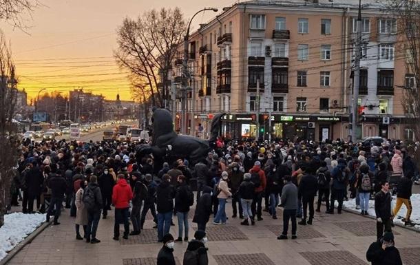 В РФ на акціях підтримки Навального затримали більше 100 осіб