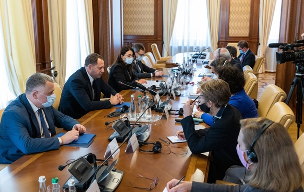 Єрмак закликав посилити відповідальність за снайперські обстріли на Донбасі