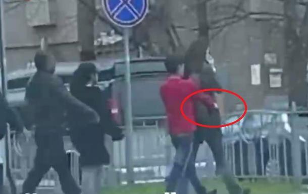 На видео сняли  работу  воров на улице Киева