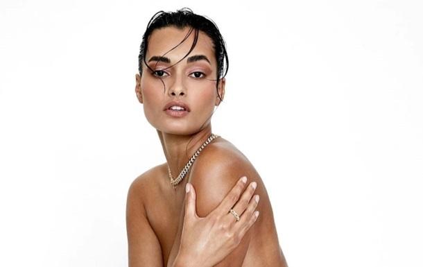 Відома модель показала  голі  фото без ретуші