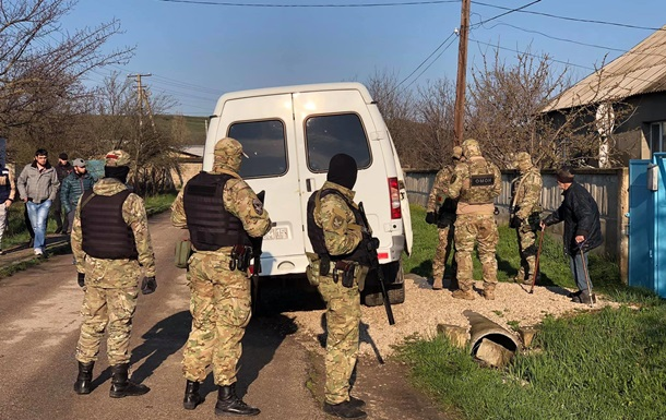 У Криму тривають обшуки у кримських татар