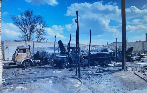 В Рубежном при пожаре сгорели бензовозы, пострадал военный