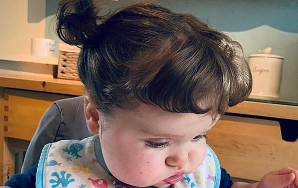 Волосы маленькой британки за год выросли на 25 см