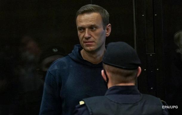 Навальний вирішив припинити голодування