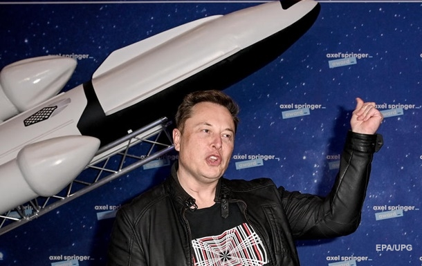 Маск призвал построить базу на Луне, а затем город на Марсе