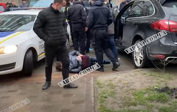 Во Львове водитель совершил четыре ДТП и помочился на авто полиции