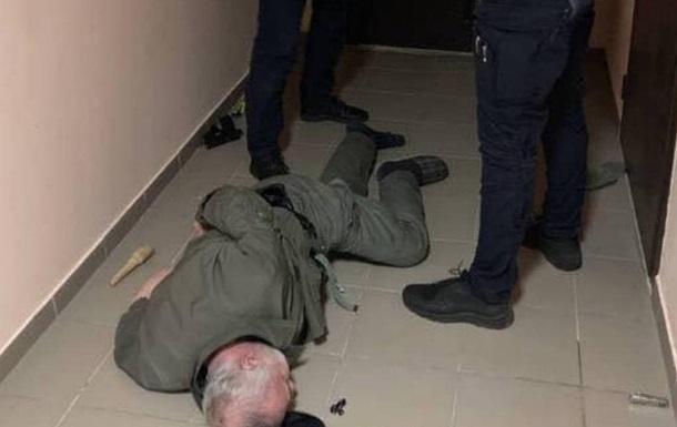 У Києві чоловік двічі стріляв з вікна будинку, його затримали