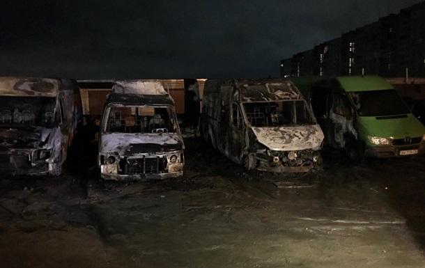 В Харькове сгорели четыре микроавтобуса, есть пострадавший