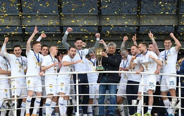Динамо Киев вручили медали чемпиона Украины