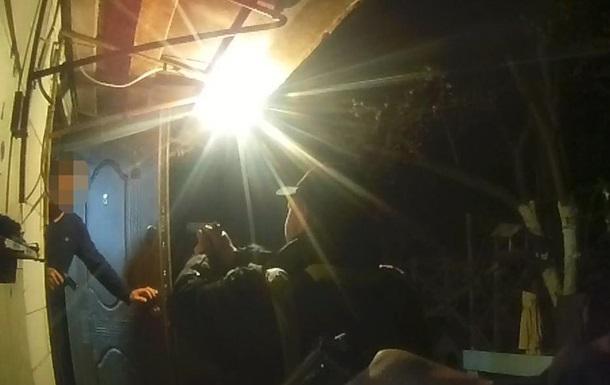 Чоловік облився бензином і стріляв у поліцейських