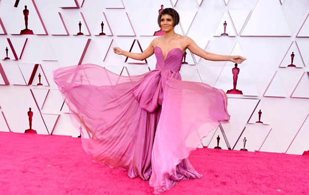 Оскар-2021: лучшие и худшие наряды