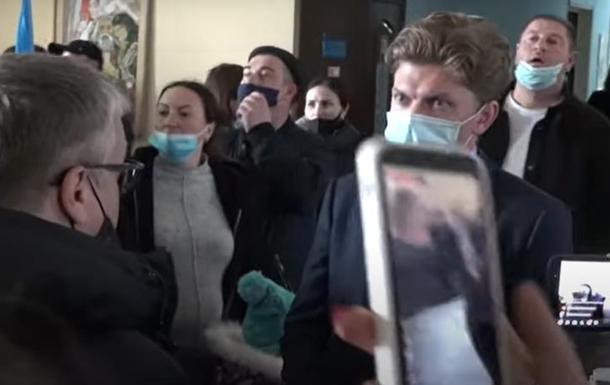 Протестующие прорвались в мэрию Николаева