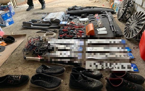 Полицейские задержали угонщиков элитных авто