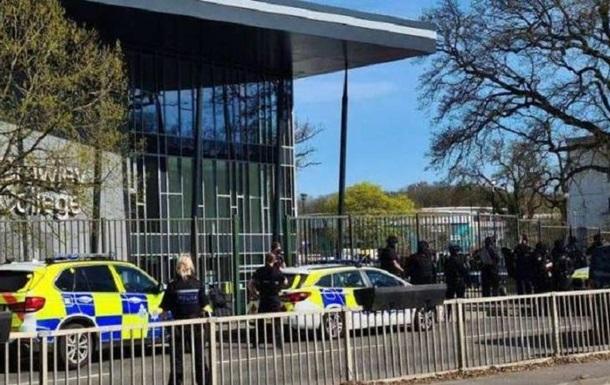 У Британії озброєний чоловік поранив двох співробітників коледжу - ЗМІ