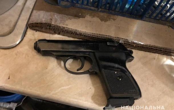 В Одессе мужчина угрожал стоматологу пистолетом на глазах у ребенка