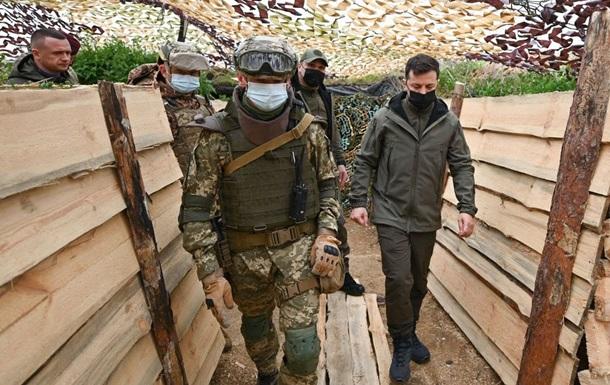 Зеленский посетил позиции военных у Крыма