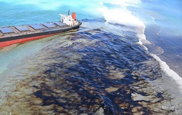 В Желтом море китайский танкер разлил нефть
