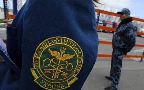 Почти 40 работников Гостаможни отстранены от должности