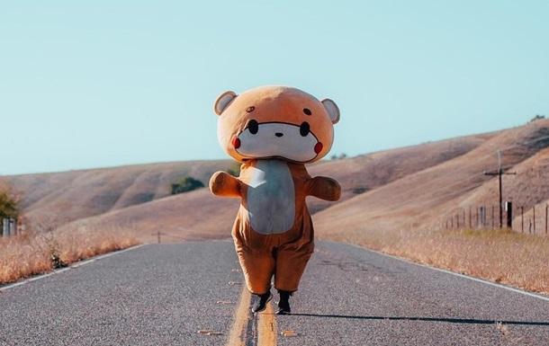 Мужчина в костюме медведя прошел 770 километров