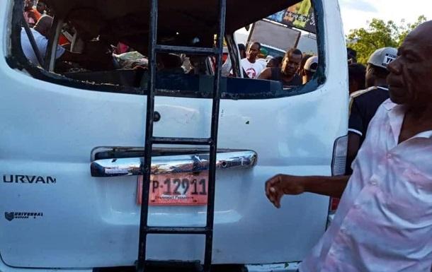 На Гаити при столкновении двух автобусов погиб 21 человек