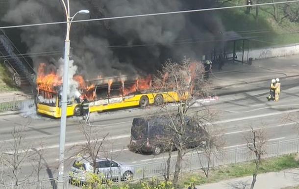 В Киеве сгорел пассажирский автобус