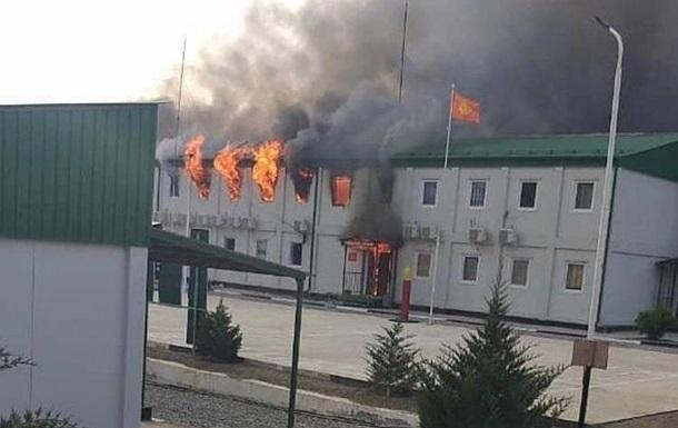 Кыргызстан и Таджикистан стягивают войска к границе