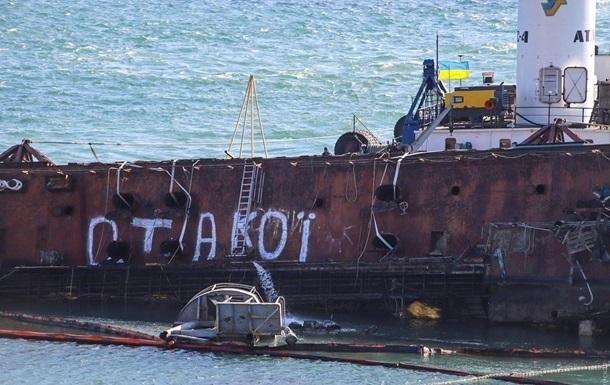 На місці аварії танкера Delfi в Одесі очистили дно