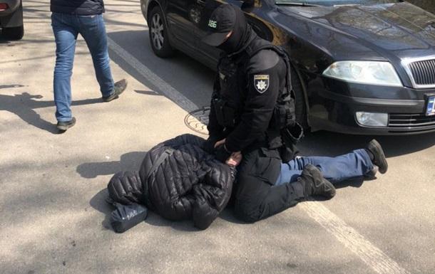Затримали аферистів, які обіцяли призначення на керівну посаду в поліції