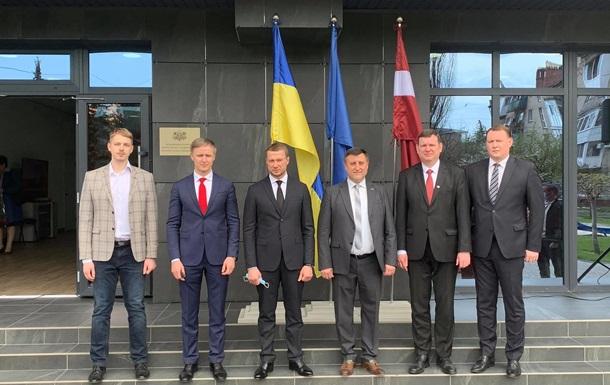 На Донбассе открылось первое консульство страны ЕС
