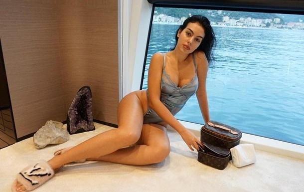 Невеста Роналду очаровала эффектным фото в бикини