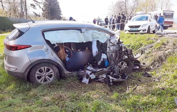 На Прикарпатті в ДТП з автобусом загинуло двоє людей