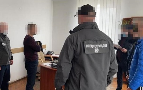 На Житомирщине полицейские брали взятки талонами на бензин