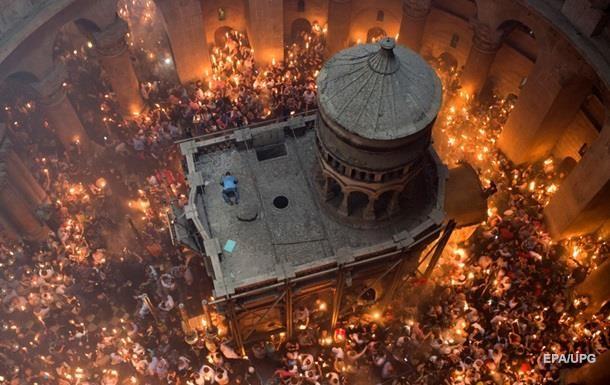 В Єрусалимі з явився Благодатний вогонь