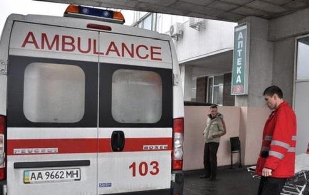 В Киеве семья и прибывшие медики 'скорой' отравились неизвестным веществом